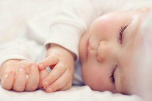 Baby sover närbild